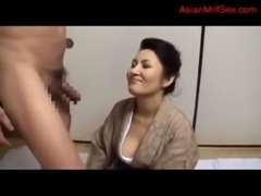 Mature Woman In Kimono Getting Her Hairy Pussy Licked Sucking Guy Fucked On The Mattress free