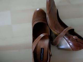 Mein Erstes! Auf die Schuhe meiner Frau (GF Heels)