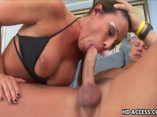Damn this chick here has some nice and big titties, just come and watch this...