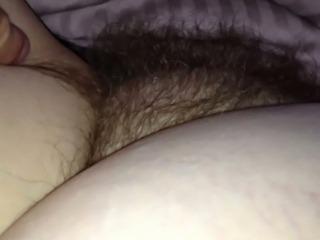 skritaya-kamera-seks-s-volosatoy-pizdoy
