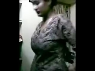 Indian Beautiful Women Showing Boobs!!