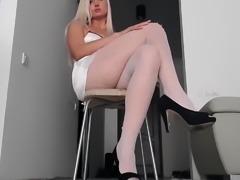Blonde Anita likes to masturbate through her nylon