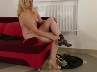 Amateur mature mom suck and fuck big cock
