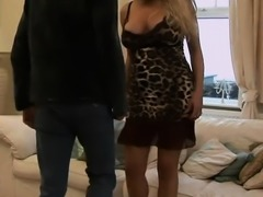 Euro MILF pleases two dudes simultaneously
