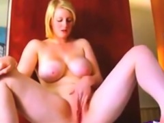 Chubby very sexy girl bate to orgasm