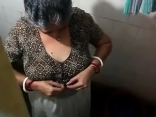 Voluptuous Indian lady setting her big natural boobs free