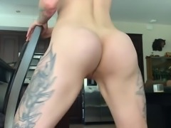 Sexy inked babe twerks and bootyclaps her hot ass pussy clit