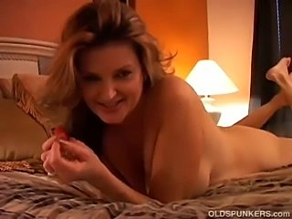 Gorgeous cougar has a squirting pussy. PornHub runtime: 00:00