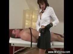 Prodomme lady is sucking a dick free