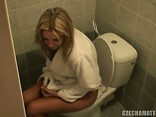 CZECH AMATEURS - HOT BLOND GIRLFRIEND & FELLOW