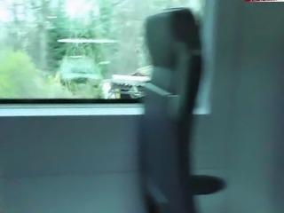 Cindy und ihre Freundin im Zug