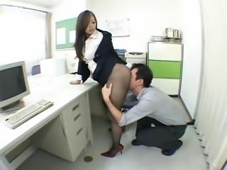Nympho Japanese office girl drives her horny boss' dick in her cunt