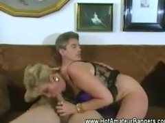 Amateur retro couple fucks in the sofa
