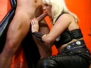 This dominatrix loves treating her slaves with the best fuck sessions.