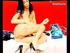 Diva Futura Valeria Visconti si masturba con dildo rarissimo