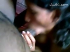 Tamil desi maid doing headjob for her owner MMS video exposed