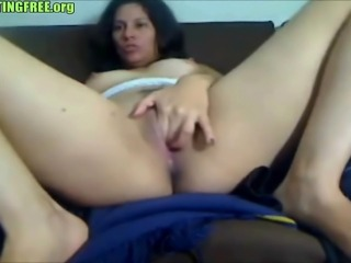 Mature brunette amateur pussy on webcam
