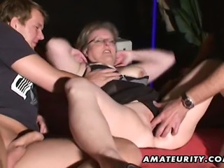 A very naughty and chubby amateur housewife homemade hardcore threesome with blowjob and cumshot in her mouth !