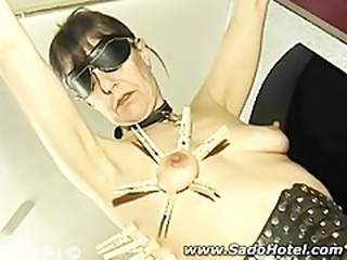 Milf slavegirl gets a painfull clothpin session