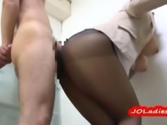 Busty Office Lady In Pantyhose Rubbing Guy Cock With Her Ass On The Floor In...