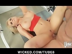 Stunning blonde MILF Madison Ivy gets some hard dick at the gym