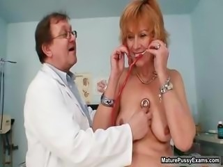 dirty old slut getting her hairy cunt part2