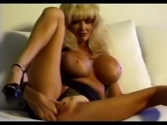 Dee Dee Deluxe - Classic Busty Babe