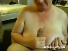 Older wife gives a great blowjob free