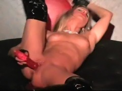 Haley Thomas gives a hot Liveshow where she plays with loveballs and her...
