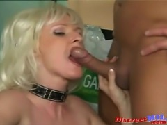 Nasty mature MILF giving her boss a long blowjob then he fucks her on the...