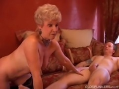 Gorgeous cougar sucks cock and  ... free