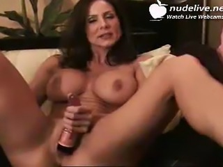 I love milfs.. they are the goddesses of sex.