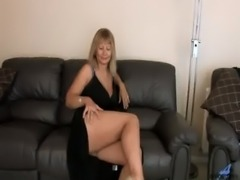 Alex Busty Cougar Solo Finger bang free