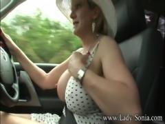 Ladi sonia walking..sexy milf free