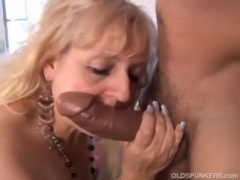 Mature BBW gives a great blowjob free