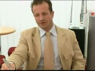 Mia Leone secretaire bigass doublepenetration by assmaniac ....