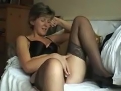 Sara - 14 English Milf with nice upskirt view free