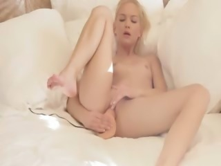 Blondie babe riding her pussy with toy