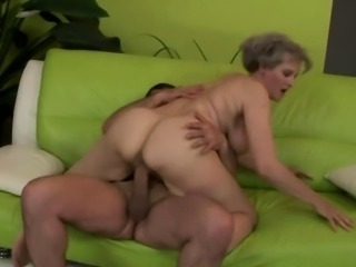 Mature amateur granny pussy fucked by guy