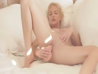 Blondie woman riding her pussy with toy