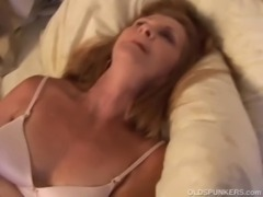 Gorgeous mature amateur has an orgasm free