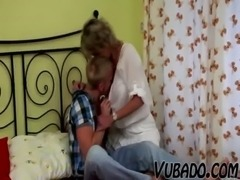 YOUNG BOY FUCKS MATURE LADY IN BEDROOM !! free