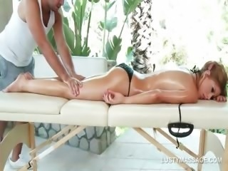 Excited blonde asking her masseur for a pussy lick