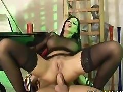 angelika pide sexo por la cola