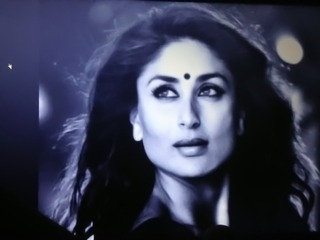 Classic cum tribute to Kareena Kapoor!!!
