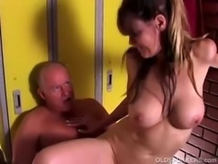 Sexy mature babe enjoys a fuck and a facial free
