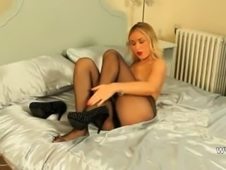 Incredible blonde strip in high heels