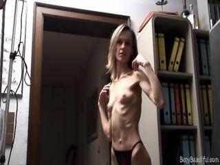 Bony anorexic babe posing