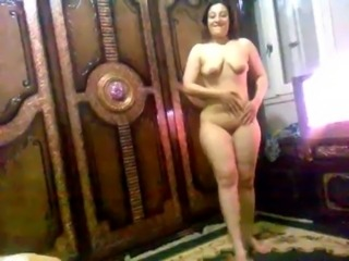 Arab Girl Show Her body