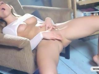 Natasha Von fisting her hairless pussy